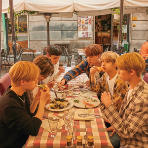 ONEUS 1st Photo Book「ONEUS In Milano」