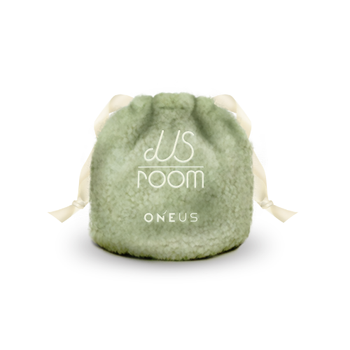 「ONEUS POPUP STORE : US ROOM」巾着ポーチ